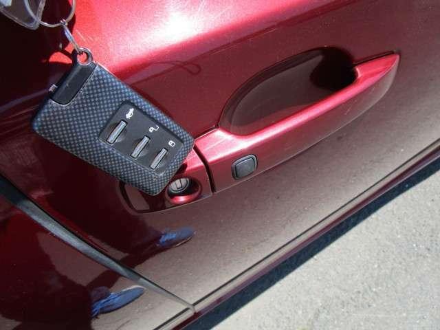 スマートキーを携帯していますとボタン一つでドアの開錠等が可能です!