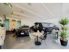 店内にも中古車を展示しております。品質保証&安心価格でこれから旭川のみなさまのカーライフをサポートいたします。