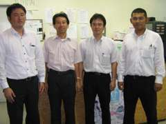 左から、高橋S、谷S、池本S、安井Sの計四人のスタッフです。