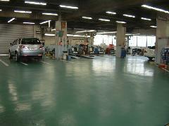 サービス工場併設でご購入後も安心の体制で皆様をサポート。