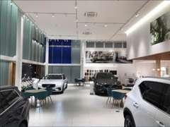 ショールームには新車、駐車場には上質な認定中古車をご用意。
