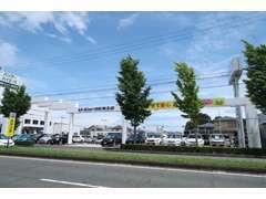 国道152号線(秋葉街道)東名高速ガードの北側です。新車店舗やサービス工場も隣接でメンテナンスも安心!