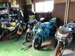 バイクもたくさんございます。おクルマをご購入頂いた後、バイクもご購入下さったお客様もいらっしゃいます♪