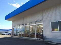 こちらがU-Carの店舗となります☆入り口前に喫煙スペースがありますのでそちらを目印にしてくださいね♪