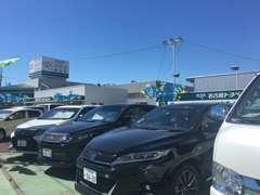 オススメ車ずらり☆展示してお待ちしています。当社の下取り車ばかりですので、お求めしやすい価格で展示しております!