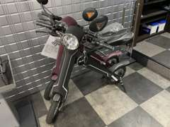 新車・中古車以外にも電気自動車・電気バイクなども取り扱いしております。