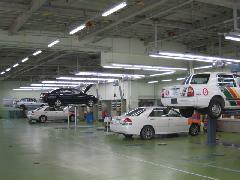 近くの新車拠点にはサービス工場もございます。