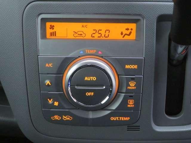 オートエアコン装備。シンプルで使いやすい操作パネルです。