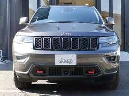 Jeepの中でもラグジュアリーさを誇るグランドチェロキー。特別限定車がトレイルホークです。