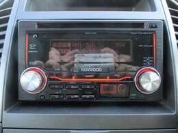 社外CDオーディオが装備されております♪USB端子+AUX端子もございますので外部機器の接続も可能です♪好みの音楽を聴いて、ドライブをお楽しみ下さい♪