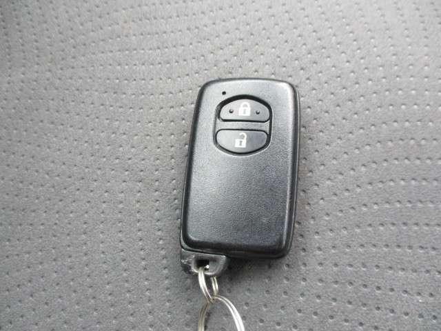 持っているだけで、ドアの施錠解錠できるスマートキーです。