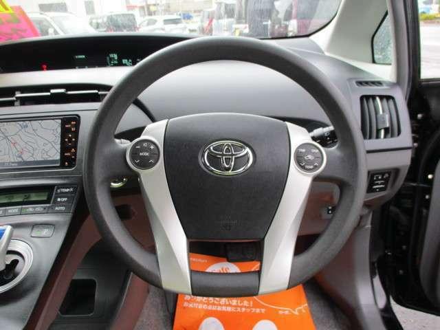 センターメーターなので、運転席前の視界がひろいです。
