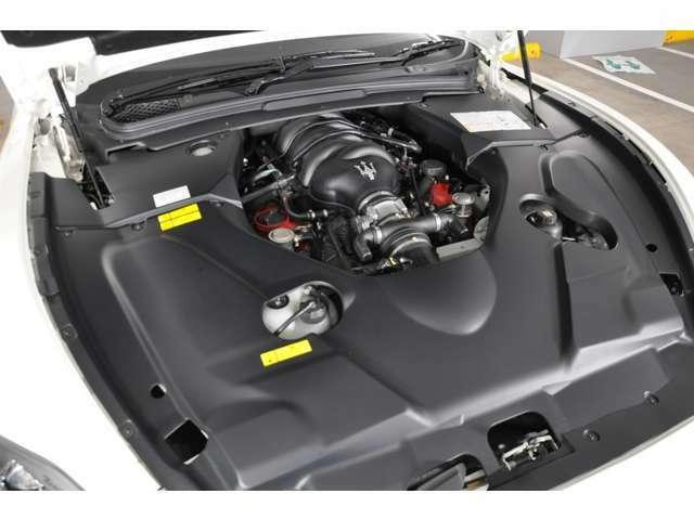 フェラーリから供給される4,7リッターV型8気筒の自然吸気エンジンが搭載されます。460ps/7000rpm(カタログ値)のパフォーマンスとこのエンジンならではの「音色」をお楽しみいただけます。
