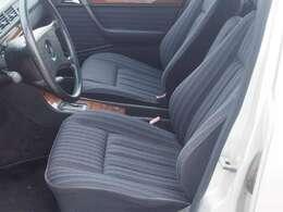 ★運転席パワーシートは装着してませんがレールの滑りは良くガタも感じられません。