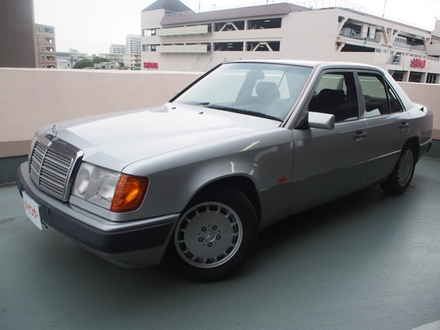 ★ご覧頂きまして有難う御座います。1991年5月登録ヤナセディーラー車走行22000Kmですシート内装関係はしっかりして綺麗です。