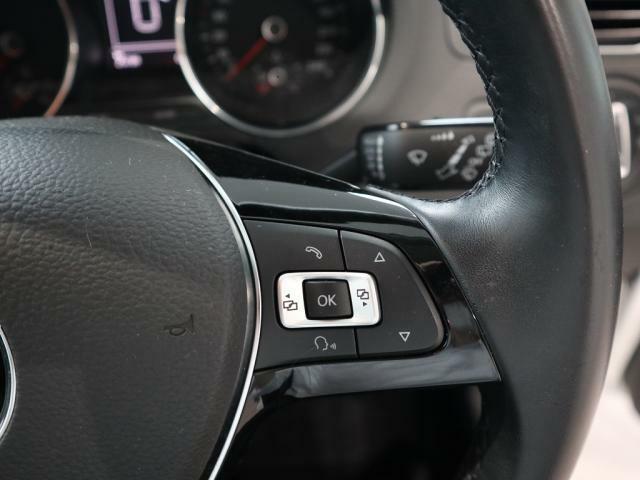ステアリング右スポーク部のメーター液晶ディスプレイの操作スイッチ。