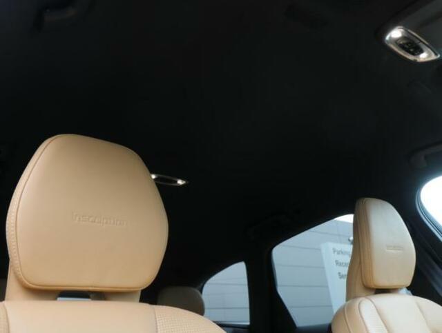 ボルボ・ガードシステム(インテリアムーブメントセンサー付)照明付メイクアップミラー内蔵サンバイザー(運転席/助手席)