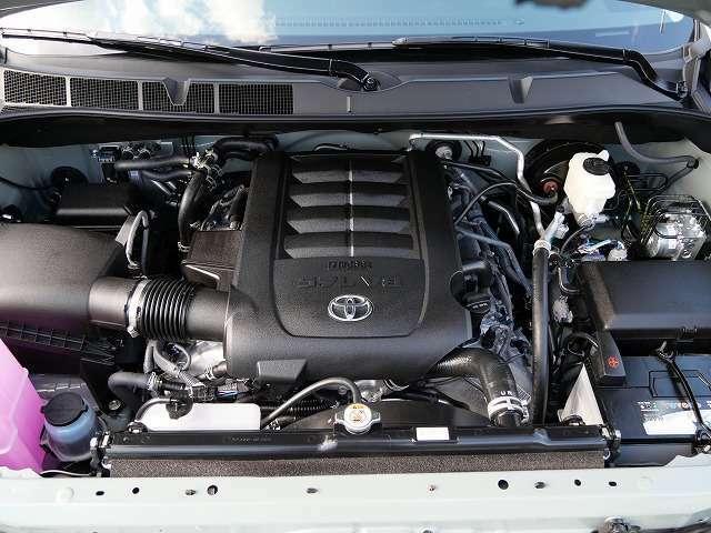 ★381馬力を発生しますV8/5.7Lエンジンです♪セコイアの5.7Lエンジンは嬉しいレギュラー仕様です♪
