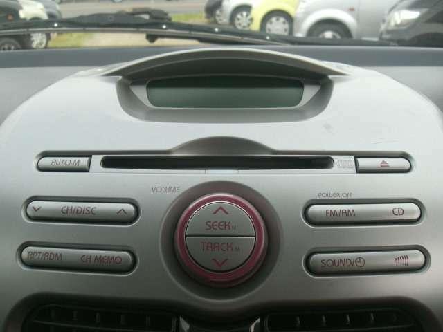 <オーディオ>純正のCDチューナーが装備されています。快適なドライブをお楽しみください。