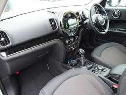 着座位置の高い運転席は視界が広く見渡せると好評です。