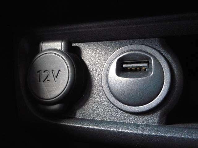 USBポート!iPod等をお繋ぎ出来ます。詳細はスタッフまで!