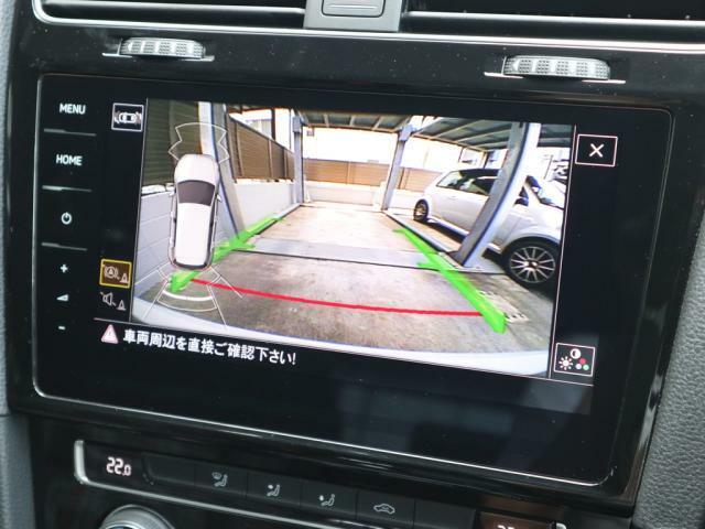 エンブレム収納タイプのリヤカメラ+バンパーセンサーも装備しておりますので車庫入れも安心です。