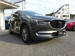 ボディカラーは、新車販売時にも人気のあったマシーングレープレミアムメタリックになります。対向車のライトや水銀灯の下でギラギラと鮮やかに輝くボディカラーでございます。