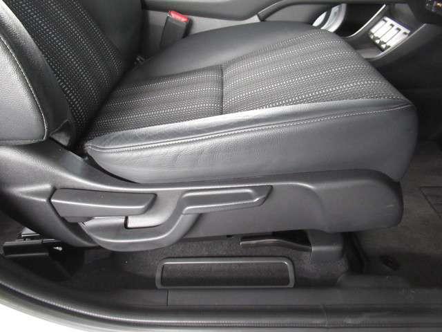 ★ハイトアジャスターを装備★ 運転席の座席の上下の調節ができるので、体格に合わせて運転姿勢がとれます。女性の方も安心して運転できます!