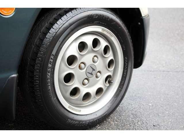 純正ホイール装着。タイヤの製造も新しくまだまだ使えます。
