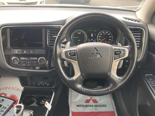 レーダークルーズコントロール、横滑り防止装置、後方車両検知システム、レーン逸脱警報など、安全装備満載です。