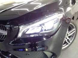 走行状況や天候に応じて配光モードを自動で切り替える「LEDパフォーマンスヘッドライト」!