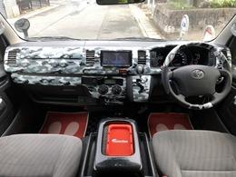 派手なインテリアパネルはステアリング、シフトノブにも装飾を施し他車と被らない仕様となっております。