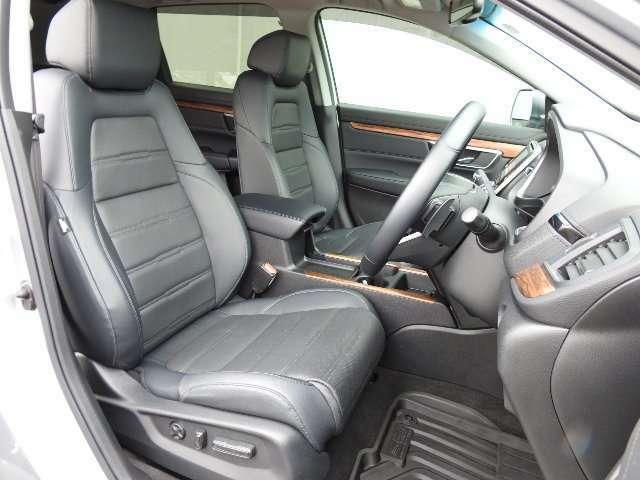 運転席はパワーシートです!適切なドライビングポジションで運転を快適にします!