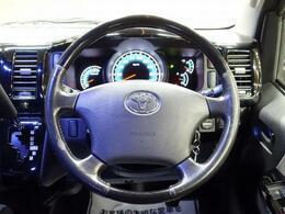 ステアリング操作も軽く運転も楽です!!視点も高くて安心です。