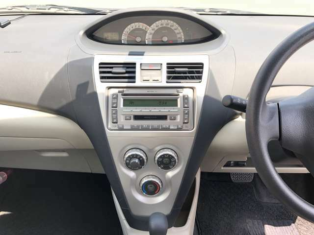 <マニュアルエアコン>運転席側と助手席側の温度調節が可能です!