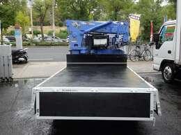 荷台の詳細と致しまして、最大積載量2,000kg、荷台内寸は、長さ:250m 幅:160cm あおり部高さ:40cmとなっております。また、荷台の地上高は65cmです。なお荷台は鉄板張りです!