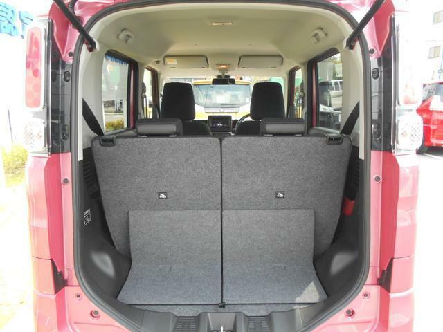 リヤシート使用時でも、しっかり荷室スペースを確保しています。