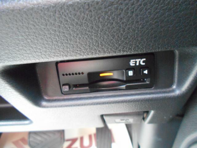 ETC車載器を装備しています。高速道路の料金所で停車することなく、スムーズな精算が可能です。ETCカードをお持ちでない方は、当店でも申し込みできますので お気軽にお声掛けください。