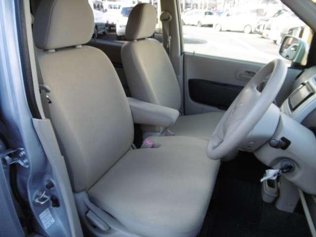 乗り心地の良い運転席、助手席シート!