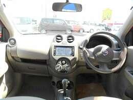 落ち着いた感じの運転席回り、視界も大変良好です。