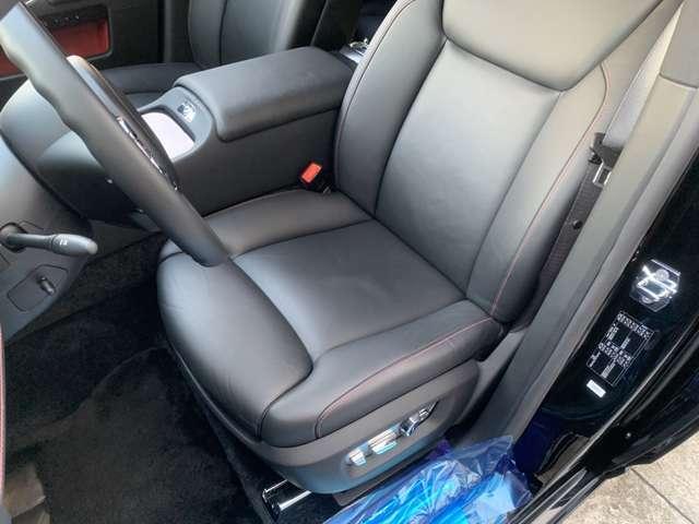 運転席座面のお写真となります。