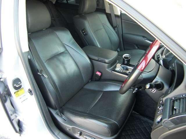 ■座り心地のいいレザーシート。シートヒーター付きでいつでも快適ドライビング(≧◇≦)