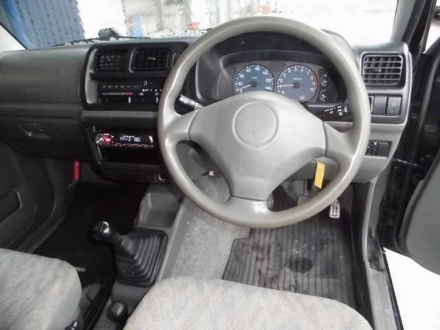 メーカーオプションのエアバック、ABS装着車です。