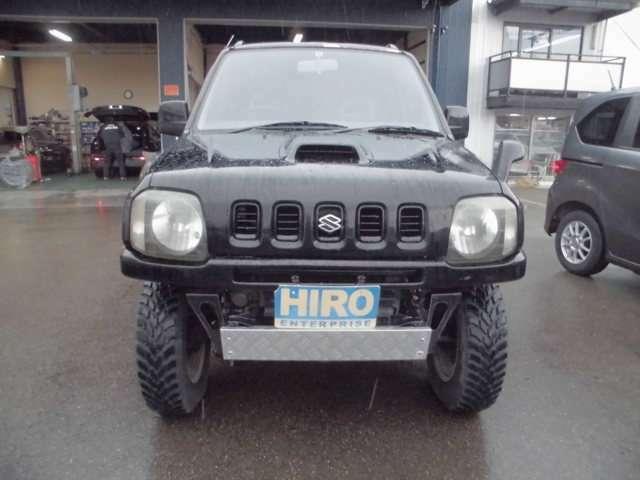 リフトアップで迫力のスタイル 小型軽量で大型4WDも苦労するシーンも走行可