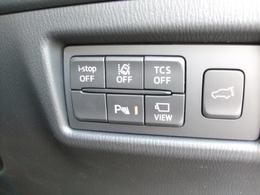パワーリフトゲート装備!キーレス・運転席ボタンリヤゲートにあるスイッチ一つでトランクの開閉ができます!あると便利な機能ですね♪