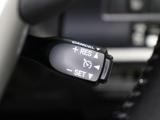 走りたいスピードでセットすれば一定速度で走行が出来るクルーズコントロール付き!