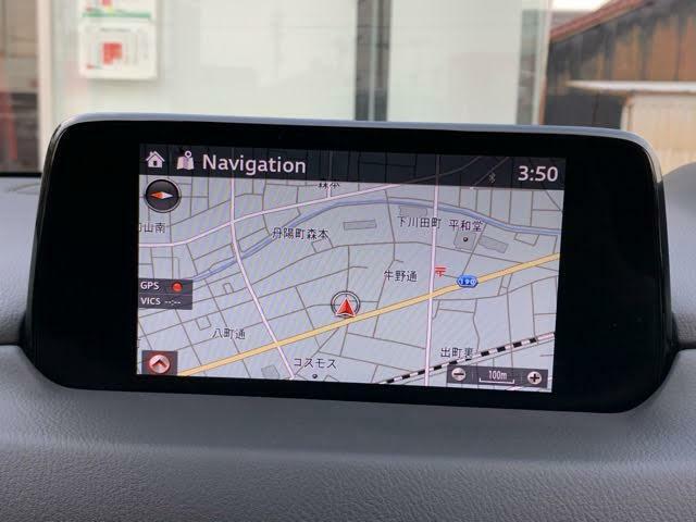 マツダコネクトの7インチディスプレイです。センターコンソールのコマンダーコントロールでの操作に加えて、タッチパネルにもなっていますので、画面にタッチしての操作も可能です。