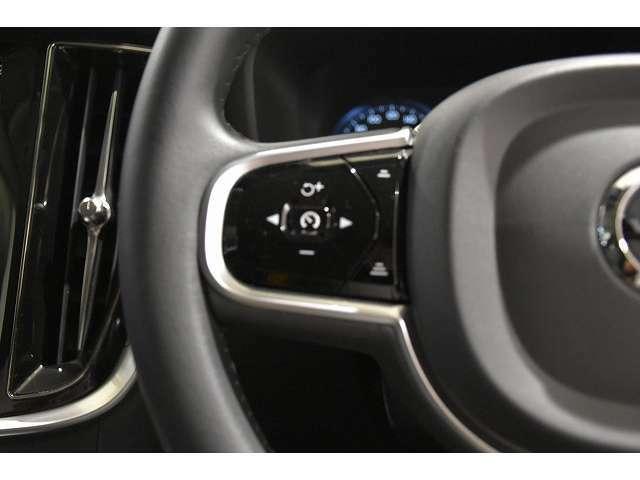 左側のステアリングスイッチは、ワンタッチでアダプティブクルーズコントロールのセットが可能です。