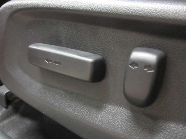 運転席、助手席パワーシート付です!メモリー機能も付いているので便利です!