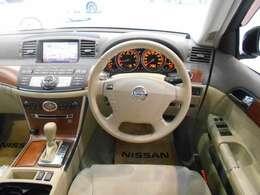 ひとつひとつのデザインが、ドライビングの高揚感を高めてくれるフーガのインテリア。